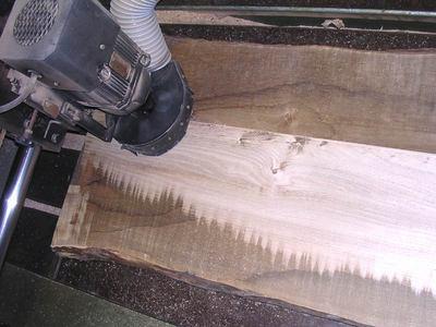 栗足材粗加工中