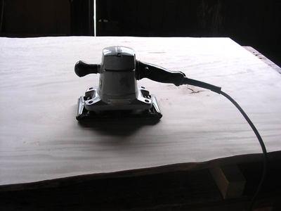 栃テーブル天板サンダー加工
