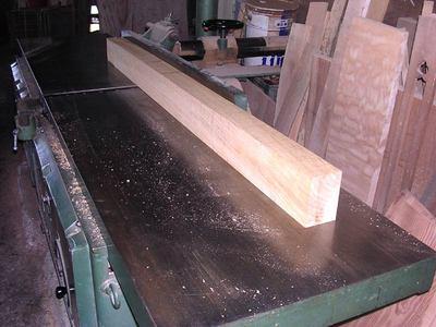 栗板脚のつなぎにする栗材の粗加工