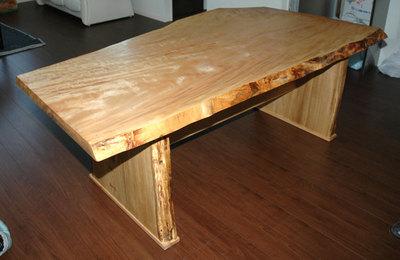 栃無垢耳付き1枚板テーブル 完成写真2